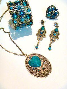 Juegos de joyeria en cristal, muy bonitos y de moda primero. Calidad y estilo