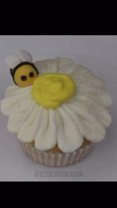 Simple video using my favorite butter cream recipe! Fondant Bee, Fondant Cupcakes, Cupcake Cakes, Flower Cupcake Cake, Mocha Cupcakes, 3d Cakes, Velvet Cupcakes, Vanilla Cupcakes, Cupcake Toppers