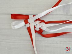 Red ribbon loop and white ribbon loop as part of lei. Ribbon Lei, Ribbon Braids, Diy Braids, Diy Ribbon, White Ribbon, Ribbons, Graduation Leis, Graduation Cards, Money Lei