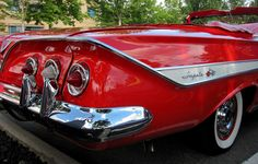 1961 Chevrolet Impala Convertible 3