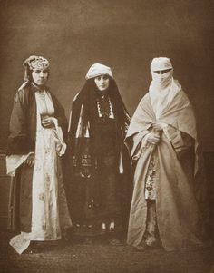 Studio portrait of models wearing tradtional clothing from Salonika, Ottoman Empire. This 1873 picture depicts (L to R): A married Jewish woman of Salonika; a Bulgarian woman of Perlèpè (Prilep); a married Muslim woman of Salonika Traditional Fashion, Traditional Dresses, Middle Eastern Clothing, Empire Ottoman, Popular Costumes, Folk Costume, Dress For Success, Muslim Women, Studio Portraits