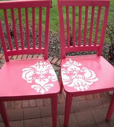 20 Upcycled Creations...very pretty. I'm sure there is some kind of stencil to use to make that design. Love the color of the chairs too!