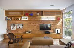Gostei da solução para esconder o ar-condicionado. ]Apartamento de 130 m² em Ipanema / Ateliê de Arquitetura