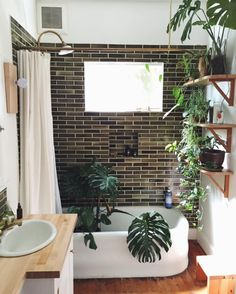 Photo Brown Bathroom Tiles, Brick Bathroom, Natural Bathroom, Shelving In Bathroom, Small Bathroom Bathtub, Green Bathrooms, Cozy Bathroom, Washroom, Bathroom Goals