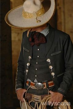 Sombrero de charro. Mexican Costume, Mexican Outfit, Mexican Dresses, Mexican Clothing, Traditional Mexican Dress, Traditional Dresses, Mexican Art, Mexican Style, Charro Suit