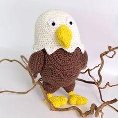 Sig hej til Havørnen Heino! 🦅 Havørnen Heino er en super sød lille bamse designet for Mayflower af Josefine fra @minkreativeverden Opskriften er gratis og kan hentes her: Mayflower.dk/LittleBits #amigurumi #mayfloweryarn #mayflowergarn #mayflowerknitting #mayflowercrochet #crochet #hækling #bamse #bamser #tøjdyr #havørn #whitetailedeagle #crocheteagle #hækletørn #nevernotcrochet #crochetlove