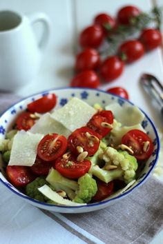 El blog de Ana H: Ensalada de tomates cherrys, brócoli y parmesano