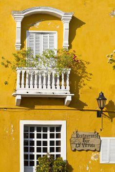 Guide les meilleurs adresses à Cartagena en Colombie restaurant la vitrola http://www.vogue.fr/voyages/hot-spots/diaporama/guide-les-meilleurs-adresses-a-cartagena-en-colombie/26782#guide-les-meilleurs-adresses-a-cartagena-en-colombie-4