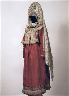 ol< Праздничный костюм молодой замужней женщины. Русские. Костромская губерния, г. Галич. XIX век