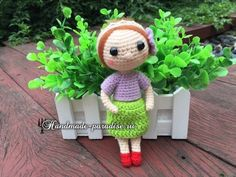 Amigurumi Mini Doll - Free Russian Pattern here: http://handmade-paradise.ru/amigurumi-kukolka-v-krasnyih-tufelkah/