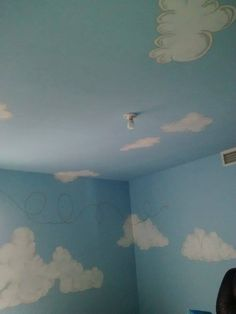 """Habitación de bebé con mural temático """"Aviación"""" pintado a mano A&D 2015"""