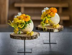 Easter Flower Decorations & Centerpieces that'll spreads the festive charm in the most beautiful way - Hike n Dip Easter Flower Arrangements, Easter Flowers, Flower Centerpieces, Flower Decorations, Floral Arrangements, Easter Table, Easter Eggs, Deco Floral, Art Floral