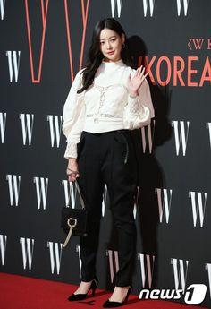 Siêu sự kiện hội tụ 40 sao hạng A: Lee Dong Wook quá xuất sắc, Kim Hee Sun, SNSD dẫn đầu đoàn mỹ nhân mặc thảm họa - Ảnh 13. Snsd, Kim Hee Sun, Oh Yeon Seo, W Korea, Lee Dong Wook, Mac, Suits, Fashion, Moda
