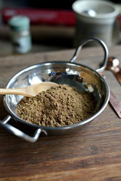 ) recipe for homemade garam masala spice blend that calls for ground spices. I use this robust spice in my easy butter chicken recipe. Homemade Spice Blends, Homemade Spices, Spice Mixes, Masala Spice, Garam Masala, Shawarma Seasoning, Southwest Seasoning, Food Fails, Masala Recipe