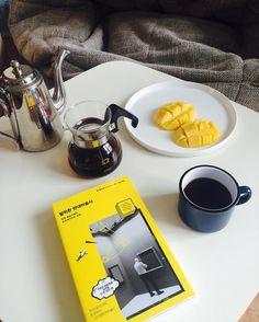 - 휴일아침 내려마시는 #커피는 #꿀맛 - 휴일의 독서 #발칙한현대미술사 #책#독서#홈카페#handdrip#pourover  #homecafe#에티오피아아리차#ethopiacoffee#kono#고노#coffee http://ift.tt/20b7rle