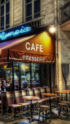 Cafe in Paris, Île-de-France_ France