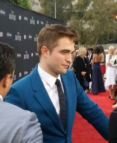 Fan pics of Robert Pattinson at the Premiere of The Rover in LA   Thinking of Rob