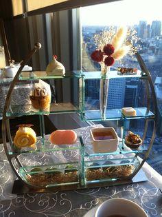 マンダリンアフタヌーンティー Afternoon Tea Set, Afternoon Tea Parties, Food Displays, Mad Hatter Tea, Healthy Juices, Tea Ceremony, High Tea, Diy Party, Coffee Drinks