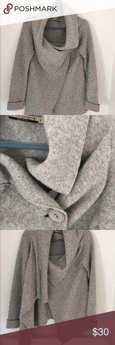 Chiaramente Wool Sweater, Size L Chiaramente Wool Sweater, Size L, drapes beautifully. Super warm. Chiaramente Sweaters Cardigans