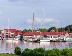 St. Michaels Quick Links: LODGING THINGS TO SEE AND DO EVENTS St. Michaels' combination of popular marinas, inns and bed & breakfasts, shops, and restaurants make it a favorite destin…