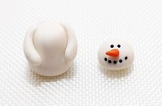 Are you making any Christmas bakes this year? If you want to make them extra special you should top them with these super cute snowman fondant toppers. Mini Christmas Cakes, Christmas Cake Designs, Christmas Cake Pops, Holiday Cakes, Christmas Baking, Decoration Christmas, Christmas Ornaments, White Wedding Cakes, Wedding Cakes With Flowers