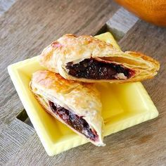 Cut Pie-Blog 195 Butter Puff Pastry, Cherry Hand Pies, Egg Whisk, Spanakopita, Yummy Food, Yummy Recipes, 4 Ingredients, Vegetarian
