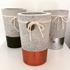 Urbain Source by bajaddoubfatima Concrete Furniture, Concrete Crafts, Concrete Projects, Concrete Planters, Wall Planters, Succulent Planters, Succulents Garden, Pottery Painting Designs, Cement Art