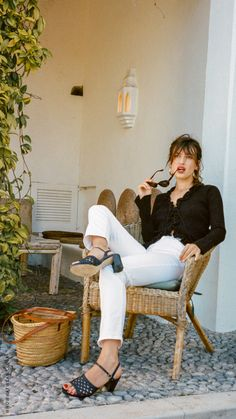 Need summer outfits ideas? We love Jeanne Damas's style to start. Click here to shop our favourites.