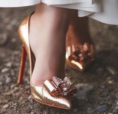 This wedding shoes looks absolutely stunning, you should keep this in mind the next time I have . - This wedding shoes looks absolutely stunning, you should keep this in mind the next time I have … - Stilettos, High Heels Stiletto, Sexy High Heels, Pointed Toe Heels, Dream Shoes, Crazy Shoes, Bride Shoes, Wedding Shoes, Cute Shoes