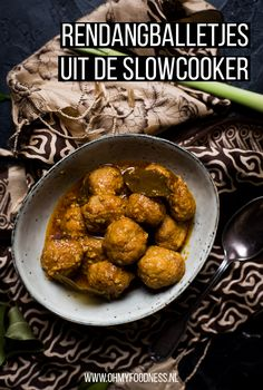Rendangballetjes uit de slowcooker - OhMyFoodness Dump Dinners, Pasta, Pulled Pork, Chana Masala, Slow Cooker Recipes, Chicken Wings, Delish, Dishes, Meat