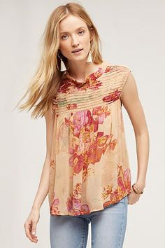 the stunning smock neck on this bright floral blouse make's it a must-have summer piece for anyone who's right on trend.