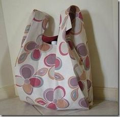 Links to 45 free bag patterns. Some of these may already be pinned individually but with so many links in one pin I thought it was worth pinning again.