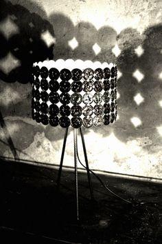 Das Kontrast- und Schattenspiel der @zweimol Leuchten kommt bei der schwarzen Variante am deutlichsten zum Ausdruck. Nespresso, Capsule, Reuse, Coffee Cups, Table Lamp, Home Decor, Hipster Stuff, Recycling, Light Fixture