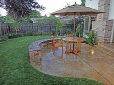 love the wall...extra seating! I'm thinking for around my to-be firepit area! (this summer's project!)
