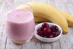 Banana Cherry Smoothie🍌🍒 I use frozen cherries and I freeze sliced bananas. A fantastic way to hydrate and add lots of protein and nutrients. Added psyllium husks, spirulina, ground chia seeds and flaxseed 😋🌱✌🏻💚 Smoothie Fruit, Cherry Smoothie, Vegan Smoothies, Baby Food Recipes, Whole Food Recipes, Ground Chia Seeds, Tart Cherry Juice, Frozen Cherries, Banana