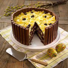 Kvikk Lunsj påskekake med appelsinkrem Norwegian Food, Creative Food, Cake Cookies, Baking Recipes, Sweet Recipes, Deserts, Good Food, Food And Drink, Muffins