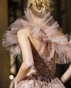 thefashiongeeker: Zuhair Murad Haute Couture FW 2017 That. Zuhair Murad, Couture Details, Fashion Details, Couture Fashion, Runway Fashion, Latest Fashion, Fashion Trends, Live Fashion, Fashion Show