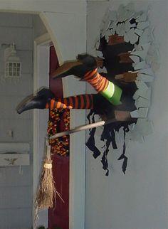 Halloween: 13 manualidades e ideas para decorar la casa Halloween Prop, Casa Halloween, Creepy Halloween Decorations, Halloween Birthday, Outdoor Halloween, Halloween 2017, Halloween Party Decor, Holidays Halloween, Halloween Crafts