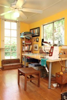 Alissa Carlton's modern quilting studio, Silver Lake CA, for Apartment Therapy. (photograph by bethanynauert.com)