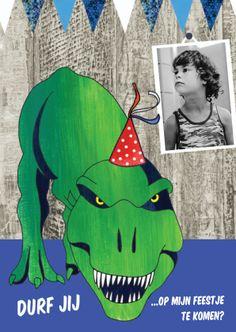 Uitnodiging kaart voor Kaartje2go met stoere dino en eigen foto op hout! Ontwerp: Zus en ik  illustraties (Liefkindje)