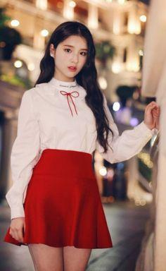 Heejin Kpop Girl Groups, Korean Girl Groups, Kpop Girls, Wubba Lubba, Olivia Hye, Thing 1, Beautiful Asian Girls, These Girls, South Korean Girls