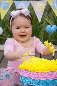 SMASH THE CAKE - Rafaela | Chuva de Amor - São Paulo 1st Birthday Party For Girls, Cake, Love Rain, Toddler Birthday Pictures, Party, Photography Ideas, 1 Year, Clouds, Flowers