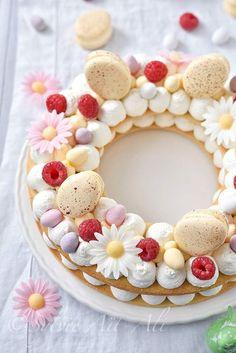 Les gâteaux en forme de chiffre ou lettre font fureur sur la toile en ce moment. Le plus souvent sur une base de pâte sablée, chantilly, fruit frais et une déco raffinée avec de véritables fleurs. Mais l'on peut varier la base : génoise, biscuit joconde....