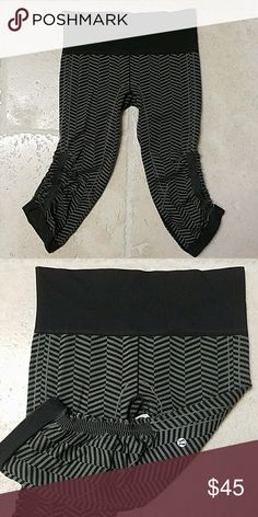 Lululemon cropped pants Dark green and black pattern.  Great condition! lululemon athletica Pants Ankle & Cropped