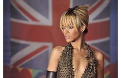 #Rihanna looks beautiful with a simple updo at the BRIT awards.