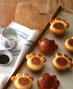 Good Sunday to all of you dear. today we are 27 thousand 🙌🏻😍 Do you like these brioches🥐 in the shape of a bear's paw? How about preparing… Cute Food, Good Food, Yummy Food, Baby Food Recipes, Dessert Recipes, Cooking Recipes, Cute Baking, Bread Art, Cat Bread