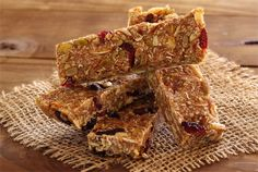 Nutty Pumpkin-Spiced Paleo Energy Bars via Paleo Newbie 2 cup of mixed nuts – any combination e. Paleo Energy Bars, Paleo Bars, Primal Recipes, Real Food Recipes, Cooking Recipes, Clean Recipes, Free Recipes, Honey Baked Chicken, Paleo On The Go