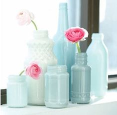 Looking for an inexpensive centerpieces?Paint clear wine bottles or jars for a great way to add that pop of color while staying within your wedding budget. Since you're painting the bottles, the sky is the limit for colors! We brought in an emerald swatch and asked our local paint store to match it. We really like the modern look of painting  ...