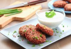 Healthy Burgers without Meat. These burgers without meat are so delicious that you can not stop eating them. (in Polish with translator) My Favorite Food, Favorite Recipes, Vegetarian Recipes, Cooking Recipes, Wrap Recipes, Stop Eating, Superfoods, Veggies, Healthy Eating