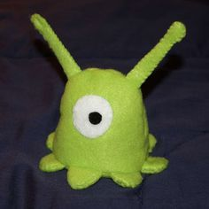 Brain Slug Plushie & Pattern - felt pattern #futurama #costume #DIY